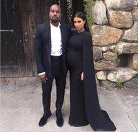 ingrosso kim kardashian rosso vestito raso-Kim Kardashian Abiti da celebrità neri Collo di gioiello Abito da ballo da sera con tappeto rosso in raso con guaina a mantella Sweep Train Gothic