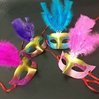 ingrosso mezza maschera farfalla-LED Glowing Masquerade Maschere Princess Woman Half Face Maschere Feather Butterfly Mardi Gras Masquerade Maschere Xmas Decor