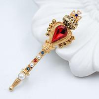 ingrosso spilla di perle croce-Spilla vintage con bacchetta magica Spilla vintage europea e americana su misura Brand Baroque Crown Cross Brooch Pin artificiale a forma di perla