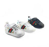 детская обувь из натуральной кожи оптовых-Bebe Baby Boys Girls Мягкая подошва Детская кроватка Обувь из искусственной кожи Противоскользящая обувь Кроссовки для малышей 0--18M Детская обувь