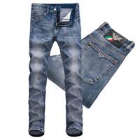 ingrosso jeans blu vestito sottile uomini-T-shirt da uomo vintage blu denim 2019 Jeans strappati da uomo lav fit color sbiancato con vestibilità classica