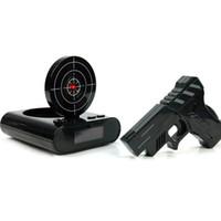 arma de mesa venda por atacado-1 Conjunto Gun Alarm Clock Shoot Despertador Recordable Gadget Alvo Desktop Digital Snooze Mesa de Cabeceira Despertadores Presente Criativo