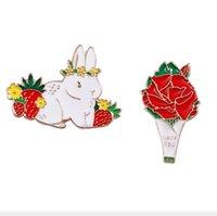 ingrosso fiori di rosa di metallo-10 pezzi / lotto accessori moda in metallo smaltato fragola coniglio rosa fiore distintivo spilla con colletto