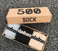 chaussettes achat en gros de-SAISON 6 CALABASAS Chaussettes Skateboard Mode Hommes Lettre Imprimé Chaussettes KANYE Chaussettes De Sport Bas Hip Hop