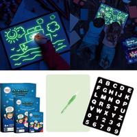 arte de la tableta al por mayor-Dibujo Diversión luz LED A4 dibujo luminoso tablero mágico de la pintada de dibujo del Doodle de la tableta fluorescente Con la pluma del arte del juguete educativo LA263 ccsme