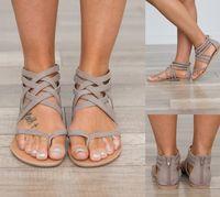 sandalias planas negras para mujer al por mayor-Para mujer Roma Sandalias Zapatos de tacón plano diseñador sandalias Venta caliente Hollowed Sandals transpirable verano tallas grandes zapatos femeninos negro gris
