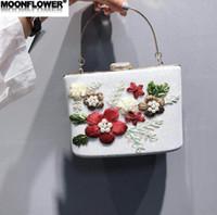 harte süße blume großhandel-Outlet Marke Frauen Handtasche süße Stickerei Holding Dinner Bags 3D Blumen Perle Hartbox Kette Taschen glänzend bestickte Diamant Handtasche