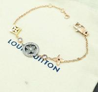 новые бриллиантовые подвески оптовых-Новое поступление 316L титановый стальной браслет с полым цветочным дизайном с алмазной подвеской для женщин браслет подарок ювелирных изделий бесплатная доставка PS6