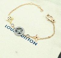 elmas tasarım bilezikleri toptan satış-Yeni varış 316L Titanyum çelik bilezik hollow çiçek tasarım ile elmas kolye kadınlar için bilezik takı hediye ile Ücretsiz Kargo PS6