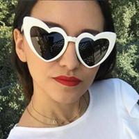 ingrosso amore rosa sexy-Moda Vintage love heart Occhiali da sole Donna Occhiali da sole 2019 Estate sexy per feste femminili All'esterno di colore rosso nero