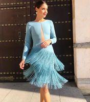 diz boyu kokteyl elbiseleri mavi toptan satış-Açık gök mavisi Saten Kokteyl Parti Elbiseleri 2020 Uzun Kollu Püskül Kılıf Diz Boyu Kısa Balo Elbiseleri Cut Out
