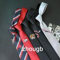 laço preto vermelho da manta venda por atacado-Bordado Preto e Vermelho Localização Tie para Homens e Mulheres Bordado Britânico Estreito 5CM6CM Gravata Maré Fabricante