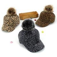 leopar topları toptan satış-Yeni Kış Kadın Leopard Beyzbol Sahte Kürk Ponpon Topu Kış Şapka Kız Bayanlar Kadife Sıcak Casual Caps Caps