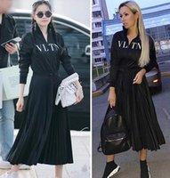 ünlü baskılı elbiseler toptan satış-Lüks Tasarımcı Kadın Elbise Siyah Standı Yaka Uzun Kollu Pleats Uzun Womne Elbise Mektup Baskı Fermuar Ünlü Stil Elbise