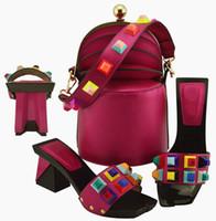 wunderbare tasche großhandel-Wunderbare magentafarbene Damenpumps und -tasche mit großen afrikanischen Schuhen mit Kristallverzierung passen zur Handtasche MD011