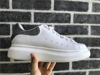 zapatillas con cordones para mujer al por mayor-Hombres Mujeres Zapatos Casuales Zapatillas de deporte de diseño de lujo con cordones Zapatos para caminar Baratos Mejor Zapatilla de plataforma de cuero de gamuza gris