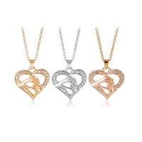 colares do presente do dia de mães venda por atacado-2019 Moda de mãos dadas MOM colares de cristal Forma de Coração de Amor Pingente Correntes De Prata De Ouro Para mulheres Dia das Mães Presente Da Jóia