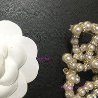 buenos broches al por mayor-broche de la manera con el 5X3cm Shinning diamantes de imitación perla clásico de la manera del partido accesorios símbolo broche buen recuerdo con el sello