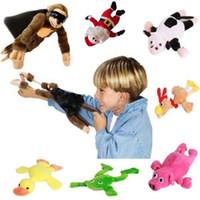 macacos voadores plush venda por atacado-Voando Estilingue Voando de Pelúcia 25 cm Nova Pata Engraçada Brinquedos Adorável Novidade Voando Macaco Gritando Brinquedos de Pelúcia Estilingue Caçoa o Presente-17 BM88