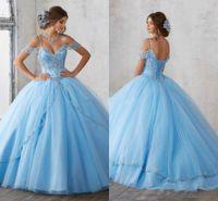 ingrosso azzurro chiaro-Cap Gown Quinceanera Sky Light Blue Ball Maniche spaghetti che bordano cristallo principessa vestiti da partito di promenade per dolci 16 Ragazze