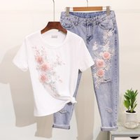 бисер вышивка t рубашка оптовых-2019 Spring Women's Jeans Sets New Bead Embroidery Three-dimensional Flower Short Sleeve T-shirt + Hole Ripped Jeans Suit