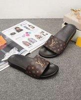 sandalias de mejor diseñador al por mayor-Sandalias de deslizamiento de moda zapatillas para hombre 2018 Hot Designer medu para hombre chanclas de playa zapatillas BEST QUALITY