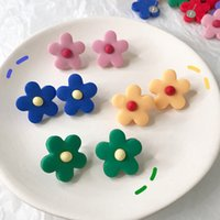 florete de flores al por mayor-La versión coreana de The Star importó el mismo manual suave cerámica Floret Nail Ear INS Young Girl Heart Cute Child Flower Earrings