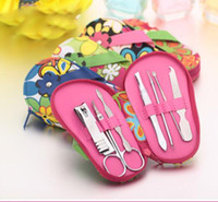 zapatillas de dedo al por mayor-Juego de manicura Nail Art, zapatillas en forma de herramientas de cuidado de uñas con mini dedo cortador de uñas Clipper tijera herramientas de manicura 7 pcs 1set KKA6800