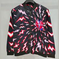 красные мужские рубашки оптовых-Красное сердце Молния Спорт куртки Мода Zipper Верхняя одежда Мужчины Женщины Пара Повседневная мода Street Crew Neck Верхняя одежда Куртки HFHLJK028