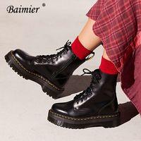 stiefel frauen schwarzes patent großhandel-Baimier Schwarz Lackleder Stiefeletten Für Frauen Schnüren Plateaustiefel Frauen Winter Warme Plüsch Street Style Schuhe