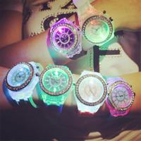ingrosso orologi da polso degli orologi delle donne-Luxury Geneva Watch Diamond Unisex LED luminoso in silicone Orologi da notte con strass di cristallo orologio da polso da uomo da donna al quarzo