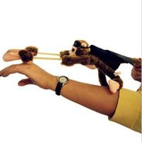 macacos voadores plush venda por atacado-Magia Slingshot Voar Darting Plush Macaco Cow Pig Firebird Pato Frog Animal de Brinquedo Slingshot pirraça truque Dedo Brinquedos LA267