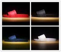 pantoufles hommes achat en gros de-avec la boîte marque chaude Hommes plage Diapo Sandales Medusa Scuffs 2017 Chaussons blanc Mens plage glissement sur les sandales de créateurs de mode américain 7-12