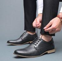 bota de vestir marrón de los hombres al por mayor-Negro Marrón Hombres Zapatos Alpargatas Zapatos de vestir de cuero del diseñador real botas de boda fiesta al aire libre zapatos de cuero con cordones respirable con la caja