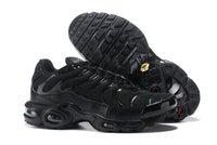 zapatos para correr streetwear al por mayor-Todo Negro TN Classic Men Running Shoes 2019 Streetwear para hombre Zapatillas deportivas de color verde oliva Zapatillas deportivas de diseñador 40-46