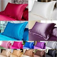 almohadas de calidad al por mayor-Funda de almohada de seda de color sólido de Navidad Funda de almohada de doble cara Funda de almohada de satén de seda Charmeuse de alta calidad Suministros de ropa de cama