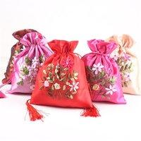 çince nakış hediye poşetleri toptan satış-Takı Saklama Torbaları Çin Tarzı Çiçek Işlemeli 18x23 cm Bez Düğün Şeker Paketleme Çuval Hediye Torbalar