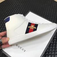 tornozelo calçados esportivos para homens venda por atacado-2019 novo Designer de luxo correndo esportes Ankle Boots flats homens sapatos casuais moda de alta-top Abelha bordados mans sneakers de Com caixa