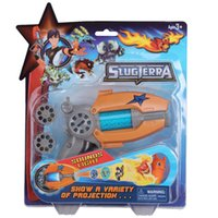 ingrosso bambola giocattolo bambola azione-23 CM Cartoon Anime Slugterra Sounding Light Toy Gun Dare 1 Slugterra Doll Action Figure As Presents Boy Projection Pistola Gun