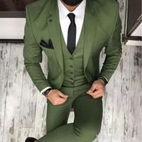 pantalones verde oliva hombres al por mayor-Trajes para hombre verde oliva para el esmoquin del novio Esponja de solapa Slim Fit Blazer de tres piezas (chaqueta + pantalón + chaleco) Hombre hecho a medida Hombres Tuxedos