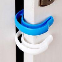 ingrosso disegni di giardino blu-Baby Safty C-tipo Door Stopper Nuovo design Plastica Materiel Blu Bianco Colore Home Garden Door Stopper