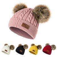 örme bebek kapakları toptan satış-URDIAMOND Kış Şapka Kızlar Için Bebek Erkek Pom Poms Şapka Çocuk Örme Kasketleri Kalın Bebek Bebek Yürüyor Sıcak Kap