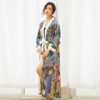 damen schwarze satin nachtwäsche großhandel-Silk Roben Für Frauen Sexy Satin Robe Kimono V-ausschnitt Bademantel Dünne Morgenmäntel Blumendruck Lange Nachtwäsche Peignoir Bademäntel