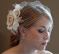 marfim casamento chapéu birdcage venda por atacado-Véus de gaiola de casamento Champagne Ivory White Flowers penas Birdcage véu chapéu de noiva peças de cabelo acessórios de noiva