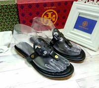 strass verdes sandálias planas venda por atacado-Novas Mulheres de Moda sandálias Casuais de couro do couro Chinelos de praia Sapatos de praia mulher de design de Luxo flip-flops Sandálias Peep Toe