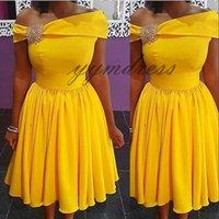 şirin kısa bir omuz elbiseleri toptan satış-Mezuniyet Elbiseleri 2019 sarı Tek Omuz Boyun Patenci sevimli dantel a-line kolsuz fermuar geri gelinlik modelleri kısa durum elbis ...