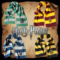 ingrosso sciarpa di hufflepuff-4 stili Harry Potter Sciarpa college Grifondoro Serpeverde Tassorosso Corvonero Sciarpa lavorata a maglia con badge Sciarpe Cosplay CCA11058 60 pezzi
