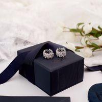 iyi elmas yüzükler toptan satış-Yüksek kaliteli Apm Monaco tarzı çiçek küme kulak yüzük küpe çiçek dolu elmas malzeme tasarım narin dantel modelleme, küçük ve iyi