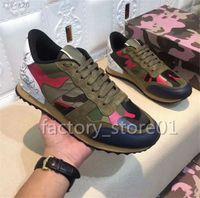 en iyi parti ayakkabıları toptan satış-Valentino Lüks Tasarımcı Kamuflaj Perçinler Rahat Ayakkabılar Adam Kadın En Niteliler Sneakers Düz Patchwork Spike Dantel Up Ile Unisex Parti Ayakkabı Kutusu