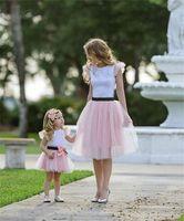 falda de encaje a juego al por mayor-Trajes a juego de la familia tops de la camiseta + faldas de encaje 2pcs conjunto madre e hija ropa a juego ropa de moda familiar